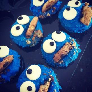 Cookie Monster Cupcakes {nom NOM nom!}