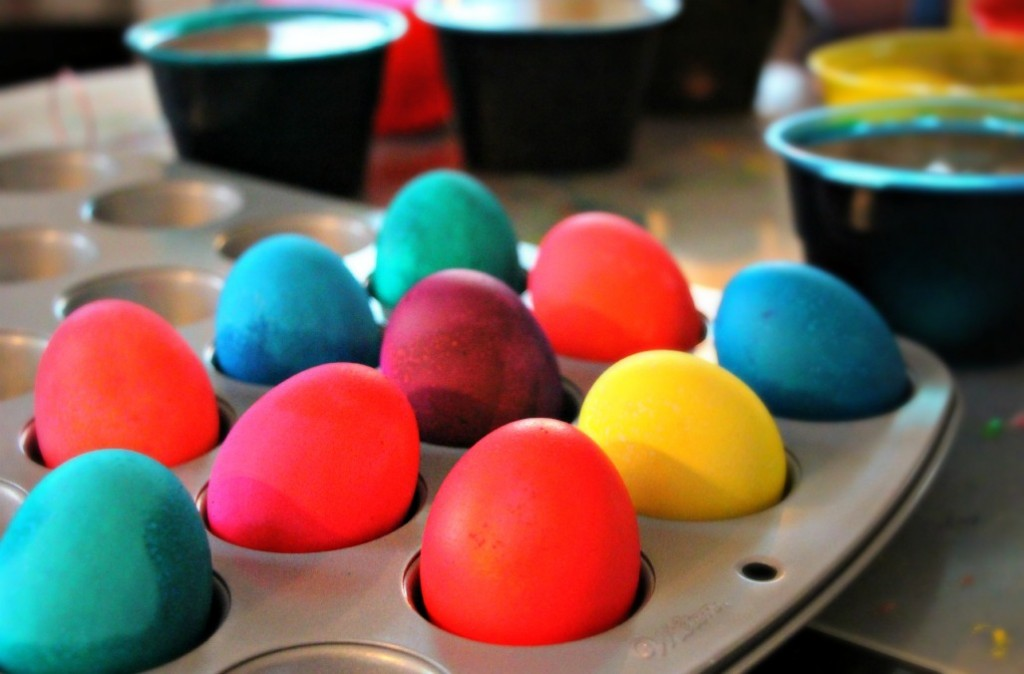 Four New Ways to Decorate Your Easter Eggs:: by Little Pink Monster